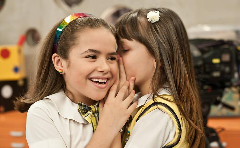 Maisa (Valéria) e Maria Joaquina (Larissa Manoela) em cena de Carrossel (Foto: Reprodução/SBT)