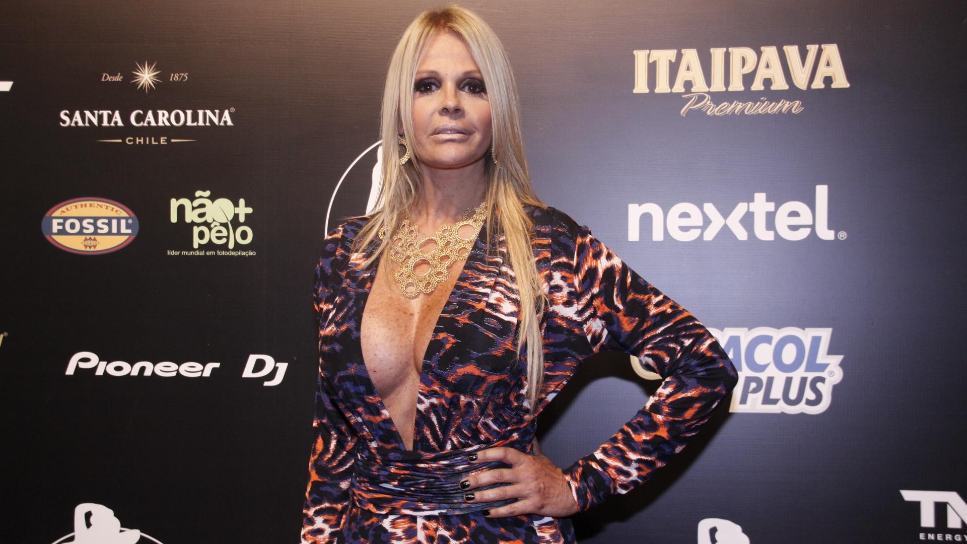 A modelo e ex-apresentadora, Monique Evans relevou que desistiu de ser evangélica