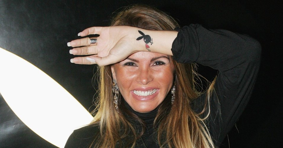 A famosa atriz e ex-participante do reality show da Record, A Fazenda, Cristina Mortágua registrou boletim de ocorrência contra o seu ex-namorado (Foto: Reprodução)