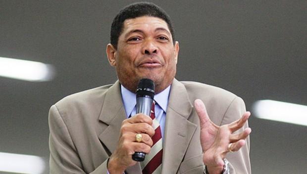 Após tentativa de assassinato, pastor Valdemiro obtém de fiéis R$ 8 milhões para bancar TV.