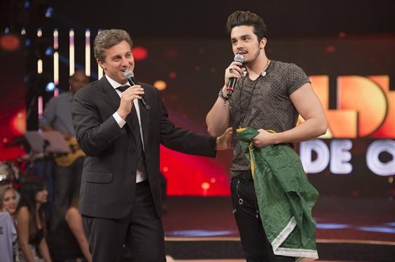 """Luciano Huck e Luan Santana no """"Caldeirão de Ouro"""" (Foto: Globo/Alex Carvalho)"""