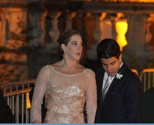 01a9f2949 Claudia Raia deixa a desejar com cara para poucos amigos em casamento de  Thiaguinho – TV Foco