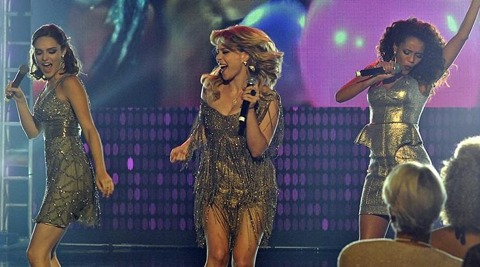 Empreguetes (Tais Araújo, Leandra Leal, Isabelle Drummond) cantam Vida de Empreguete (Foto: Rede Globo/Zeca Guimarães)