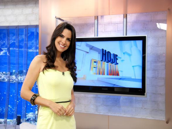 Esquecida, ex-apresentadora da Record estaria arrependida de ter trocado a  emissora pela RedeTV b7f61eda65