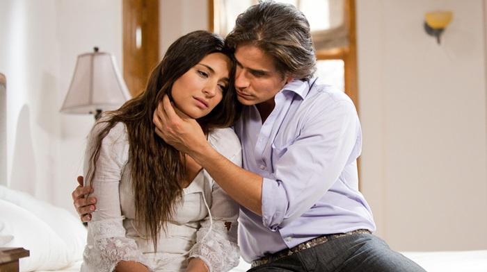 Ana Brenda Contreras e Daniel Arenas protagonizam a novela Coração Indomável (Foto: Divulgação)