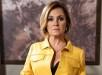 Inês (Adriana Esteves) surpreende com novo visual em sua primeira reunião na Souza Rangel (Foto: Globo/ Divulgação)