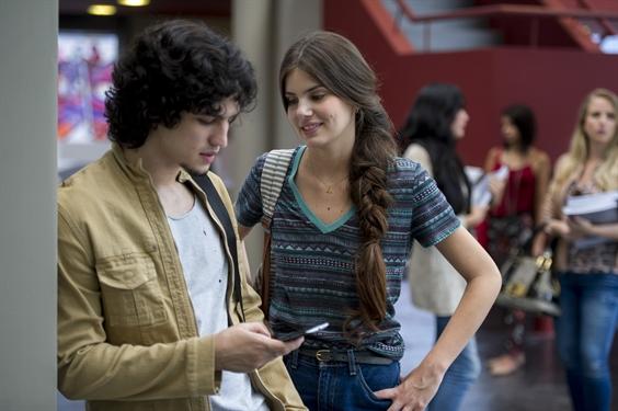Angel (Camila Queiroz) e Guilherme (Gabriel Leone) (Foto: Globo/Estevam Avellar)