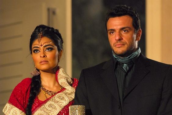 Raj (Rodrigo Lombardi) e Maya (Juliana Paes) (Foto: TV Globo / Renato Rocha Miranda)