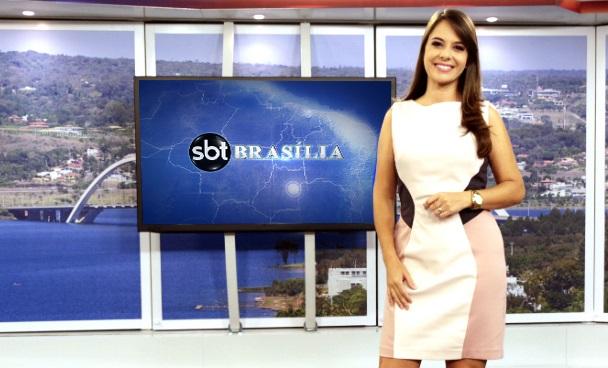 """Williane Rodrigues no comando do telejornal """"SBT Brasília""""; filial da emissora de Silvio Santos foi vice-líder isolada em maio (Foto: Divulgação/ SBT)"""