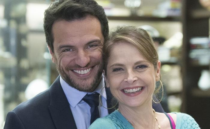 Alex (Rodrigo Lombardi) e Carolina (Drica Moraes) (Foto: Globo/Caiuá Franco)