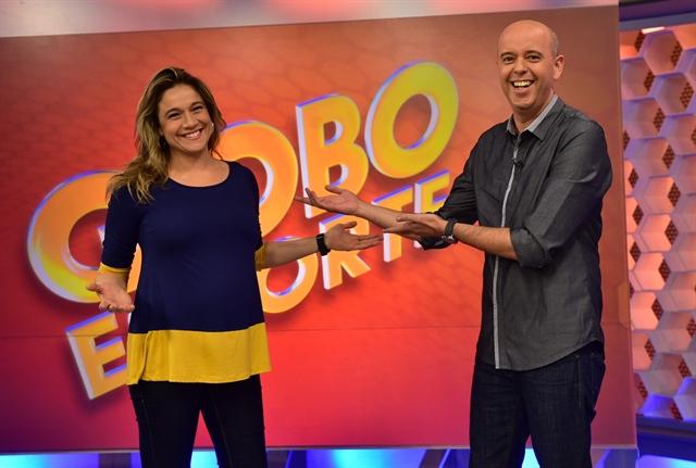 Alex Escobar recebe Fernanda Gentil no estúdio do Globo Esporte (Foto: Globo/João Cotta)