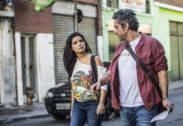 Romero Rômulo (Alexandre Nero) e Tóia (Vanessa Giácomo) (Foto:  Globo/João Cotta)