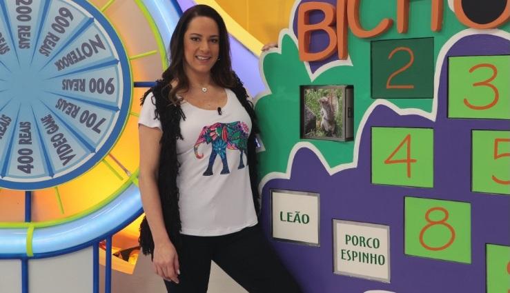 """Silvia Abravanel no comando do """"Bom Dia & Cia"""" (Foto: Cauana Fernandes/SBT)"""