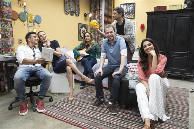Zeca Camargo, Cissa Guimarães, Tiago Leifert, Ana Furtado, André Marques e Patricia Poeta no quarto do 'É de Casa' (Foto: Globo/Renato Rocha Miranda)
