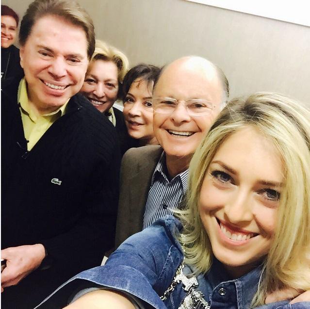 Cristiane Cardoso fez a selfie com Silvio Santos, Edir Macedo, e as esposas dos dois (Foto: Reprodução/ Instagram)