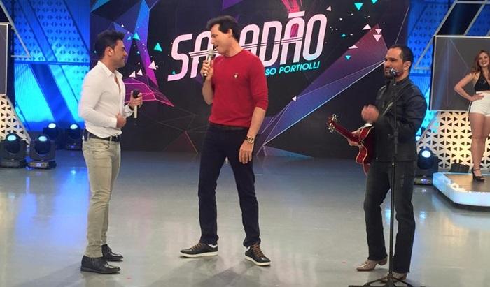 """Celso Portiolli com Zezé Di Camargo & Luciano na gravação da estreia do """"Sabadão"""" (Foto: Divulgação)"""