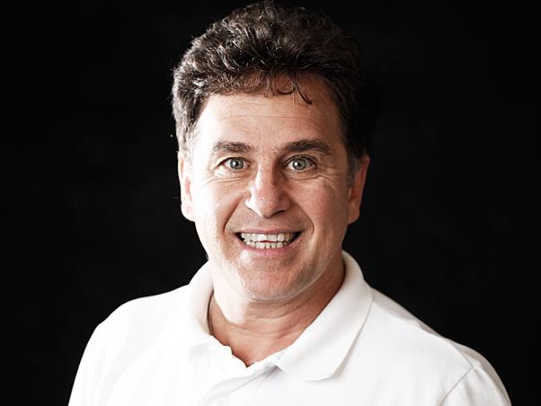 Marcos Frota reaparece barbudo e grisalho (Foto: Renato Wrobel/ QUEM)