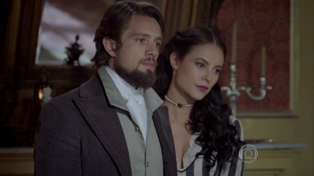 """Rafael Cardoso e Paola Oliveira em cena de """"Além do Tempo"""" (Foto: Reprodução/Globo)"""