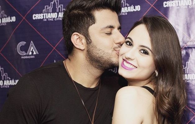 Cantor sofreu acidente de carro junto com a noiva Allana Morais (Foto: Divulgação)