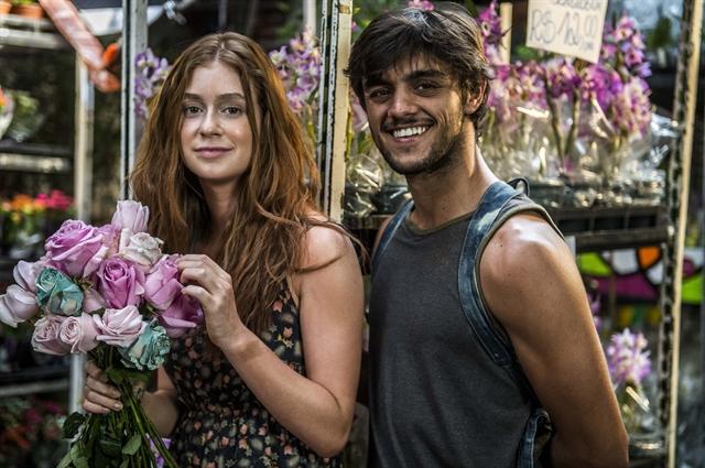 Eliza (Marina Ruy Barbosa) e Jonatas ( Felipe Simas) em Totalmente Demais (Foto: Globo/Renato Rocha Miranda)