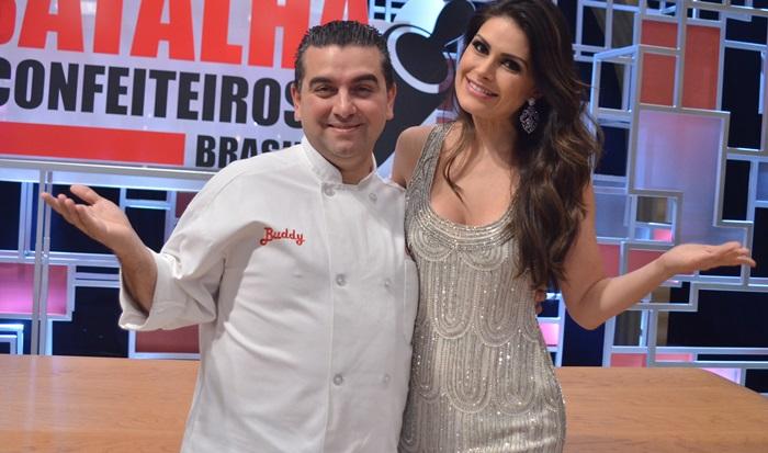 """Buddy Valastro e a modelo Natália Guimarães no """"Batalha dos Confeiteiros Brasil"""" (Foto: Edu Moraes/Record)"""