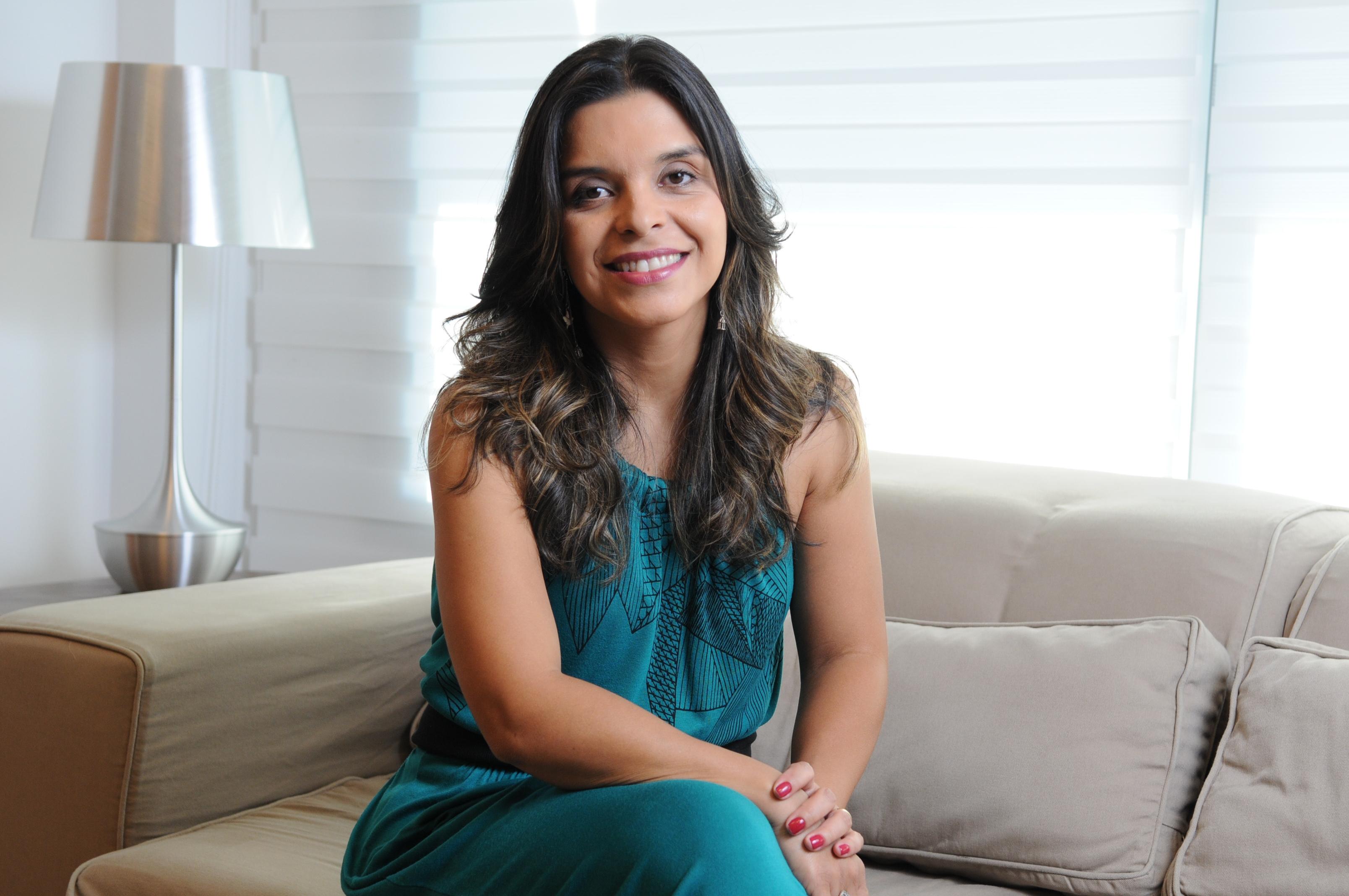 """Viviam de Oliveira escreve """"Os Dez Mandamentos"""" (Foto: Divulgação)"""