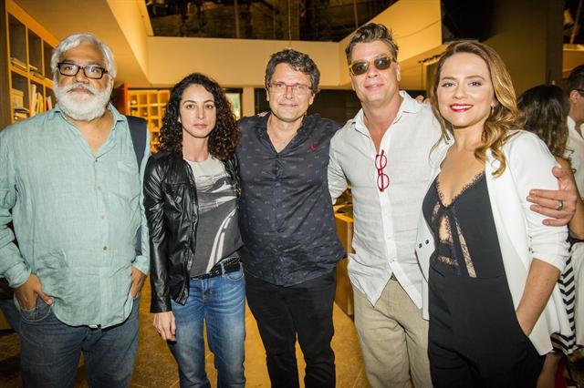 Lili (Vivianne Pasmanter), Arthur (Fábio Assunção), Luiz Henrique e autores (Foto: Globo/João Miguel Júnior)