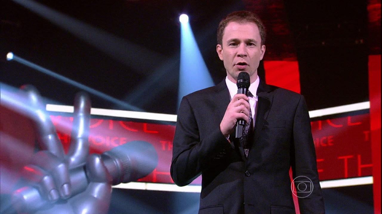 """Tiago Leifert comanda o """"The Voice Brasil"""" (Foto: Reprodução/Globo)"""