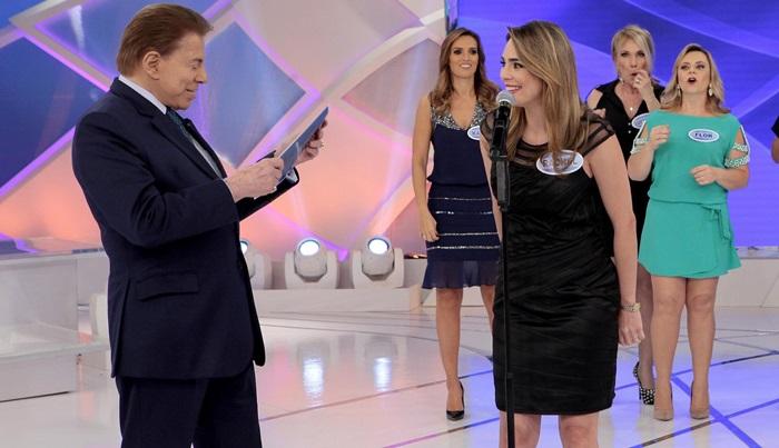 Silvio Santos conversa com Rachel Sheherazade durante seu programa (Foto: Lourival Ribeiro/SBT)