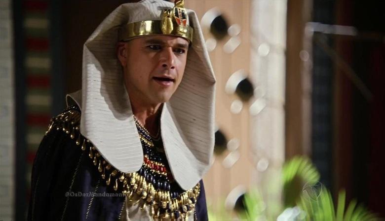 """Sérgio Marone (Ramsés) em cena de """"Os Dez Mandamentos"""" (Foto: Reprodução/Record)"""