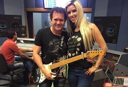 Ximbinha com a nova parceira, Thábata Mendes (Foto: Instagram)