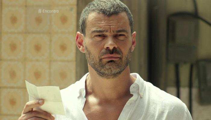 """César (Carmo Dalla Vecchia) em cena de """"A Regra do Jogo"""" (Foto: Reprodução/Globo)"""
