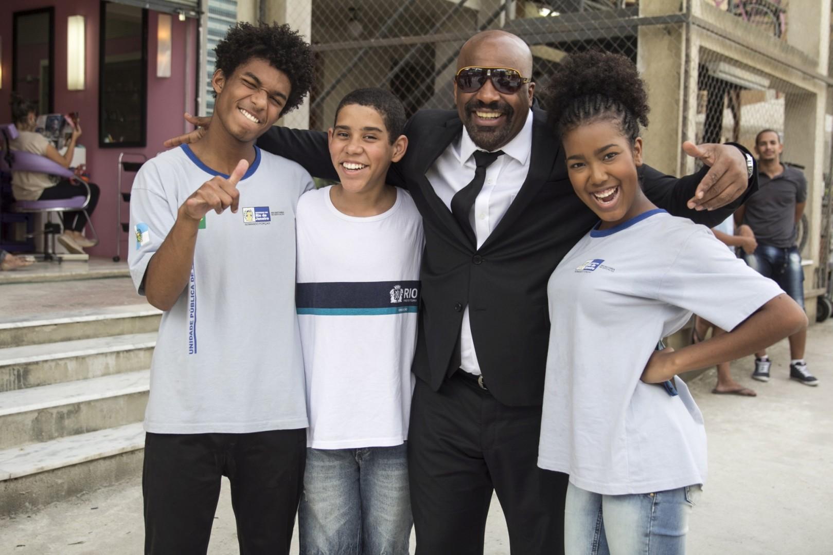 Wesley (Juan Paiva), Bola (Cauê Campos), Florisval (Aílton Graça) e Jennifer (Lellezinha)