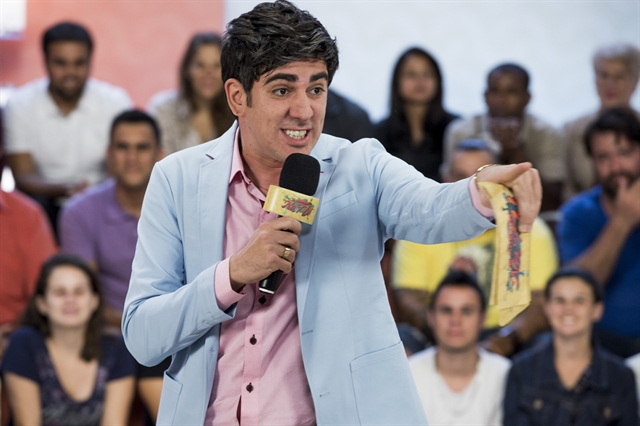 Apresentador (Marcelo Adnet) do 'Te Prendi na TV' (Foto: Globo/Caiuá Franco)
