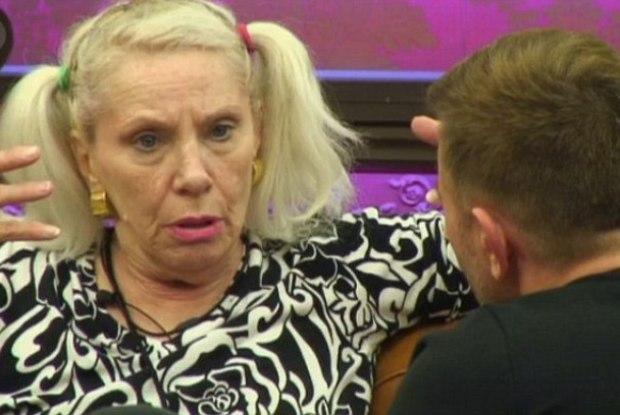 Angie falou sobre a morte de David Bowie na casa do 'Big Brother UK' e causou confusão (Foto: Divulgação))