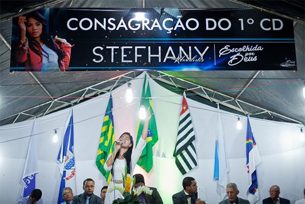 Stefhany virou cantora gospel (Foto: Maurício Pokemon / O Olho)
