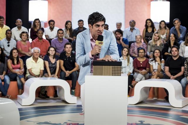 """Marcelo Adnet faz piada com programa de João Kleber no """"Tá no Ar"""" (Foto: Globo/Caiuá Franco)"""