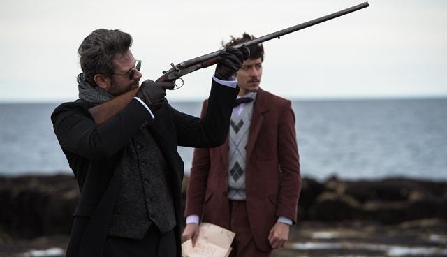 "Augusto (Selton Mello) e Felipe (Jesuíta Barbosa) em cena de ""Ligações Perigosas"" (Foto: Globo/Caiuá Franco)"
