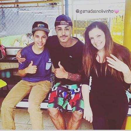 Ryan com o padrinho Mc Livinho e a mãe, Simony Foto: Instagram