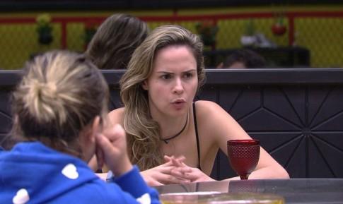 Ana Paula durante conversa na volta ao jogo (Foto: Globo/Divulgação)