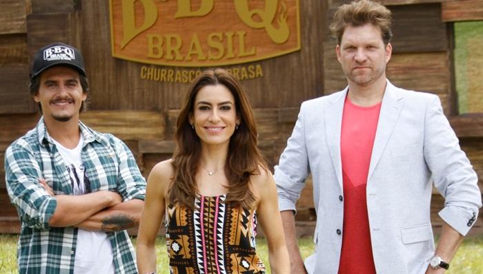 O jurado Rogério, a apresentadora Ticiana Villas Boas e o jurado Carlos Bertolazzi (Foto: Gabriel Gabe/SBT)