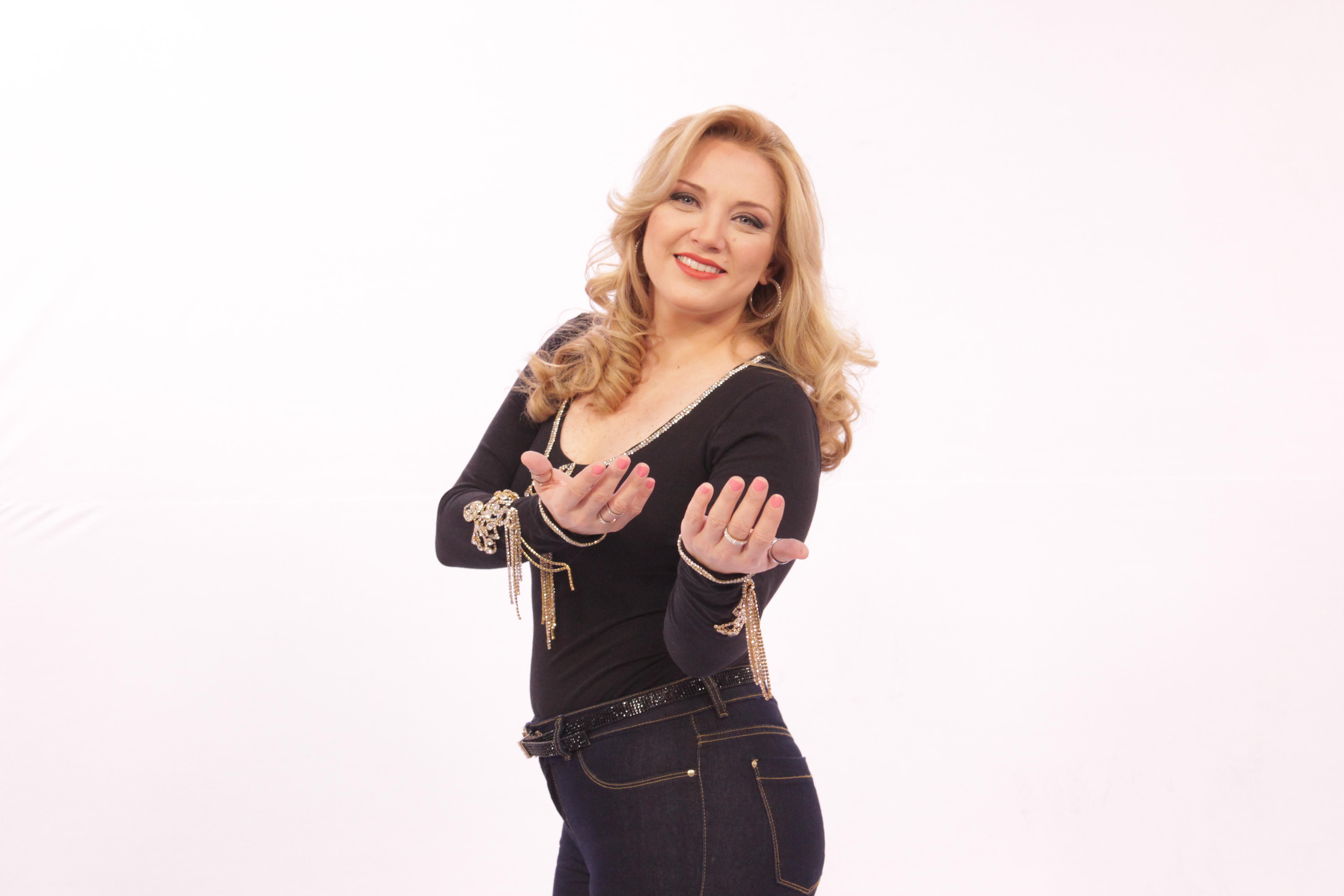 Mariângela Zan ~ TV Aparecida dita moda sertaneja e aposta em Mariangela Zan no segmento de música raiz u2013 TV Foco
