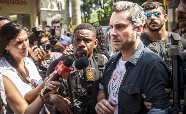Romero (Alexandre Nero) em cena em que é preso (Foto: Globo/Renato Rocha Miranda)