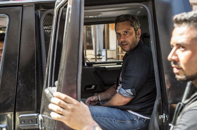Romero (Alexandre Nero) é preso após ser desmascarado (Foto: Globo/Renato Rocha Miranda)
