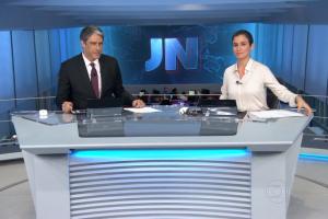 """William Bonner e Renata Vasconcellos no comando do """"JN"""" de ontem (17) (Foto: Reprodução/Globo)"""