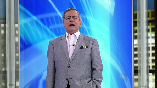 """Paulo Henrique Amorim no comando do """"Domingo Espetacular"""" (Foto: Reprodução/Record)"""