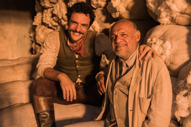Rodrigo Lombardi, que interpreta capitão Rosa, e Chico de Assis que fará o coronel Salgado. Os dois gravaram no sertão de Alagoas (Foto: Globo/Caiuá Franco)