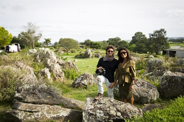 Bastidor de gravação em Punta Del Este, Montevideo - Rafael (Daniel Rocha) e Carolina (Juliana Paes) (Foto: Globo/João Miguel Júnior)