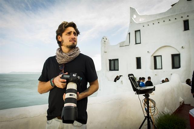 Rafael (Daniel Rocha) na Casa Pueblo, Punta del Este, Uruguai (Foto: Globo/João Miguel Júnior)