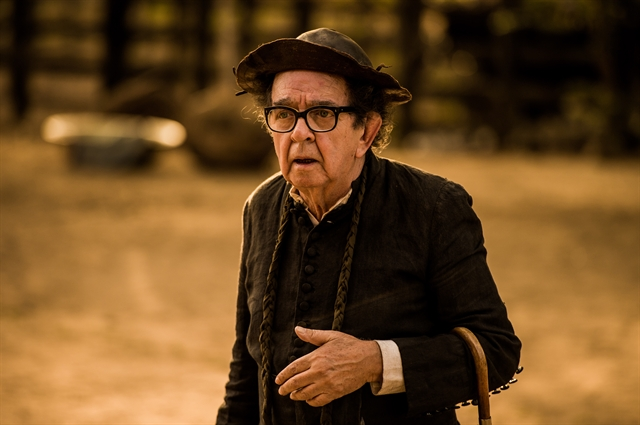 """Umberto Magnani como Padre Romão em """"Velho Chico"""", seu último trabalho na televisão (Foto: Globo/Caiuá Franco)"""